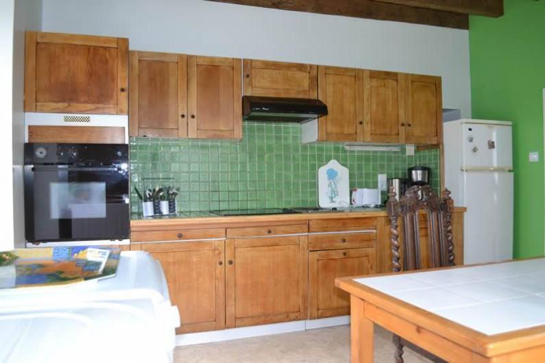 Location de vacances - Gîte à La Baconnière - Cuisine équipée (four, plaque vitrocéramique, hotte, lave vaisselle & linge)
