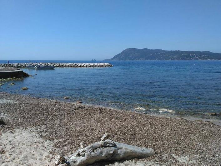 Location de vacances - Appartement à Saint-Mandrier-sur-Mer - vue vers cap Sicie