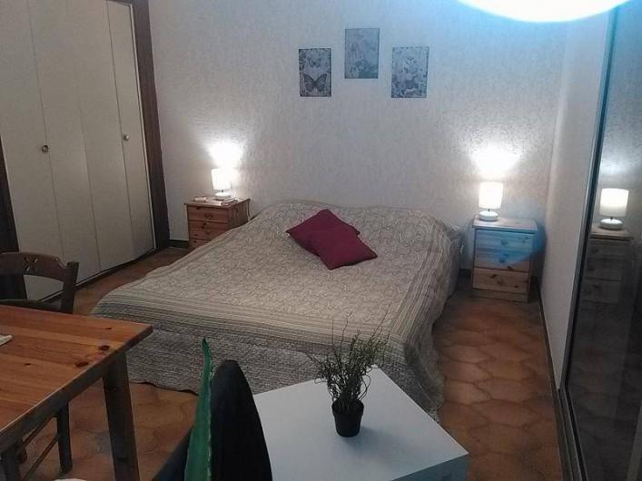Location de vacances - Appartement à Saint-Mandrier-sur-Mer - lit ouvert