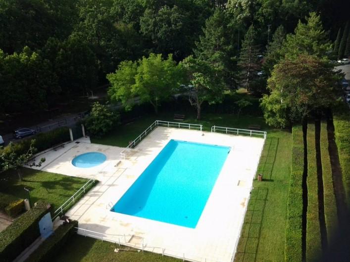 Location de vacances - Appartement à Aix-en-Provence - la pisicine et le petit bassin pour les jeunes enfants