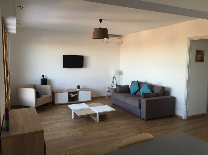 Location de vacances - Appartement à Aix-en-Provence - Le séjour, canapé convertible, TV, Hifi, WiFi