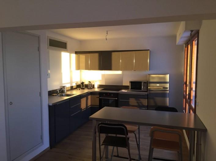Location de vacances - Appartement à Aix-en-Provence - le coin repas entre le séjour et la cuisine