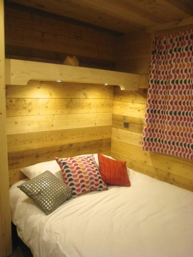 Location de vacances - Appartement à Valmorel - Chambre des parents fenêtre fermée...