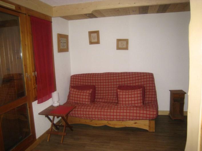 Location de vacances - Appartement à Valmorel - Le canapé face à la télé...