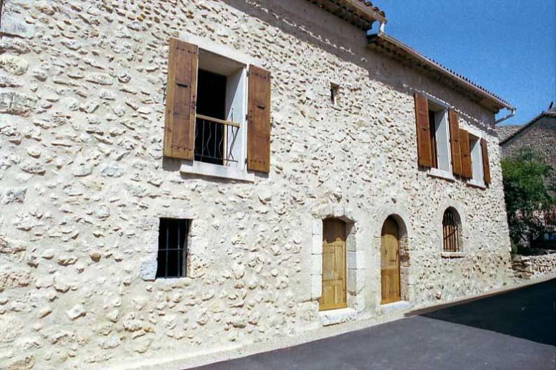 Location de vacances - Mas à Esparron-de-Verdon - Façade Est rue des Fontaines