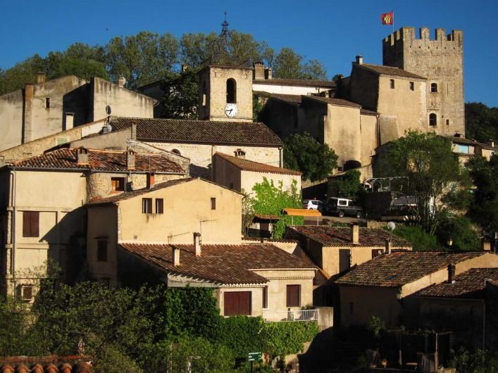 Location de vacances - Mas à Esparron-de-Verdon - Vue du séjour cuisine sur le Château De Castellane