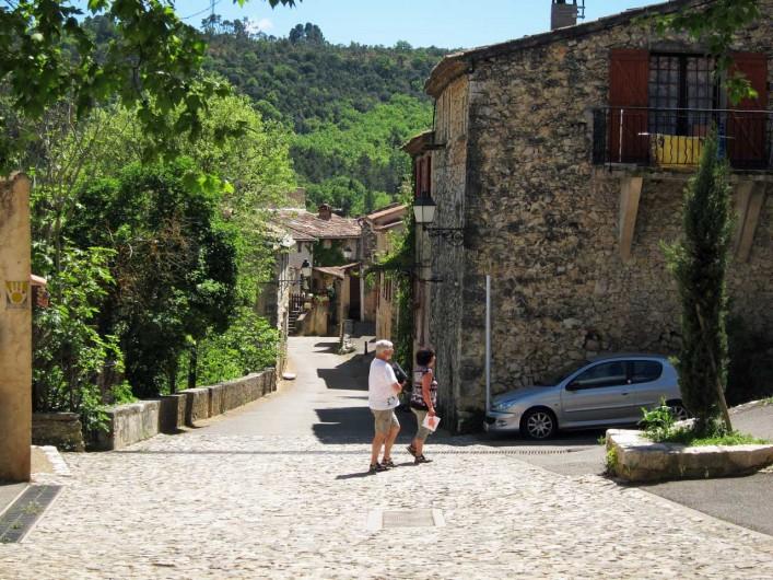 Location de vacances - Mas à Esparron-de-Verdon - Rue des Fontaines, accès au lac