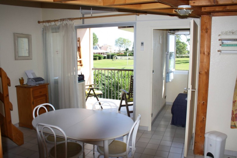 Location de vacances - Appartement à Le Cap d'Agde - LA PIECE A VIVRE  LA CHAMBRE  ET LE BALCON