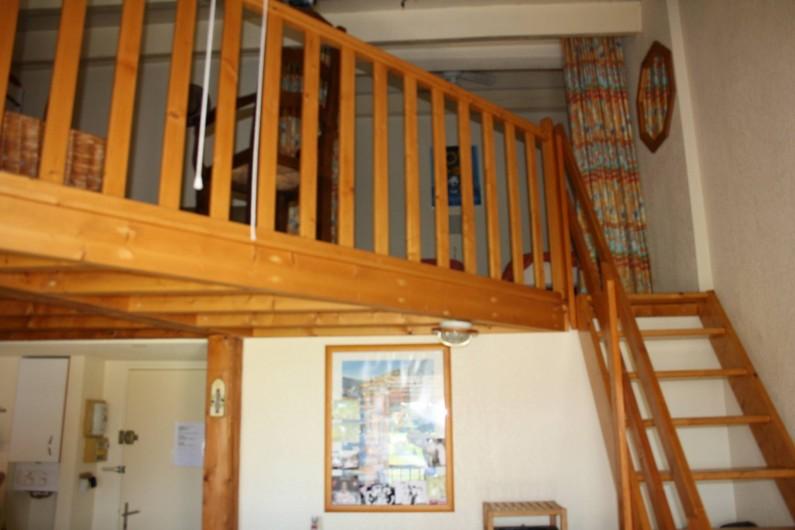 Location de vacances - Appartement à Le Cap d'Agde - A L ETAGE   LA MEZZANINE  LE COIN SALON AVEC LE RAPIDO  EN 140 2 LITS EN 90