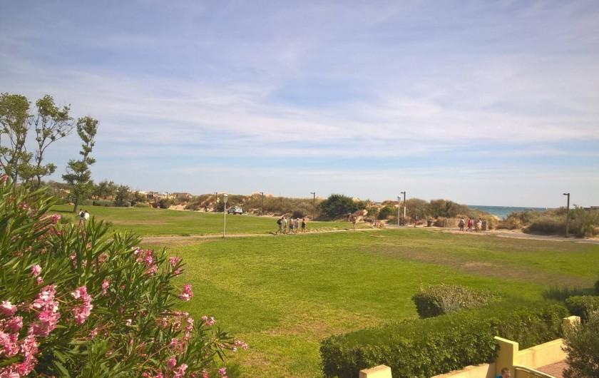 Location de vacances - Appartement à Le Cap d'Agde - VUE DU BALCON  LE JARDIN PUBLIC