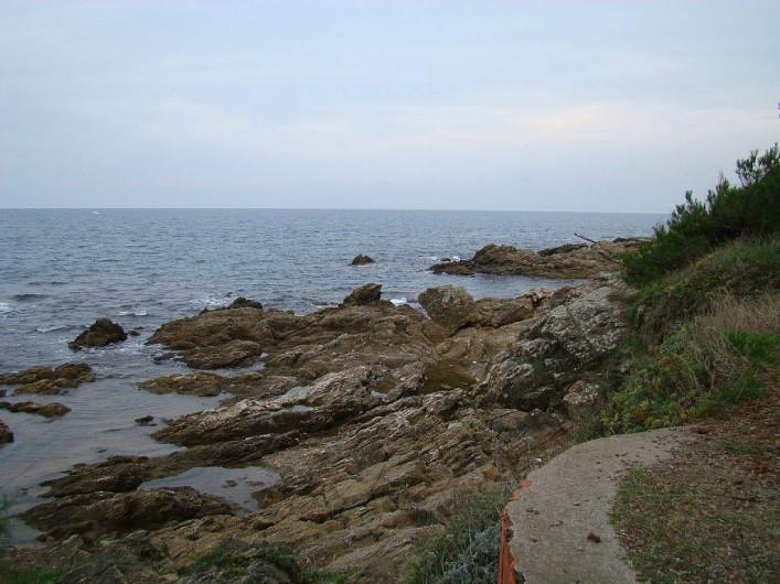 Location de vacances - Bungalow - Mobilhome à Saint-Aygulf - le chemin des douaniers chemin pédestre jusqu 'à St Maxime