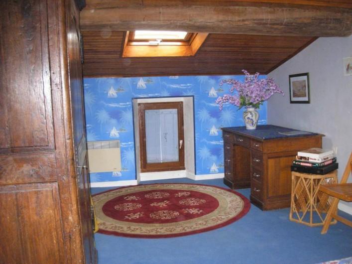 Location de vacances - Appartement à Villeneuve-Minervois - Chambre avec lit en 90 pour une personne .