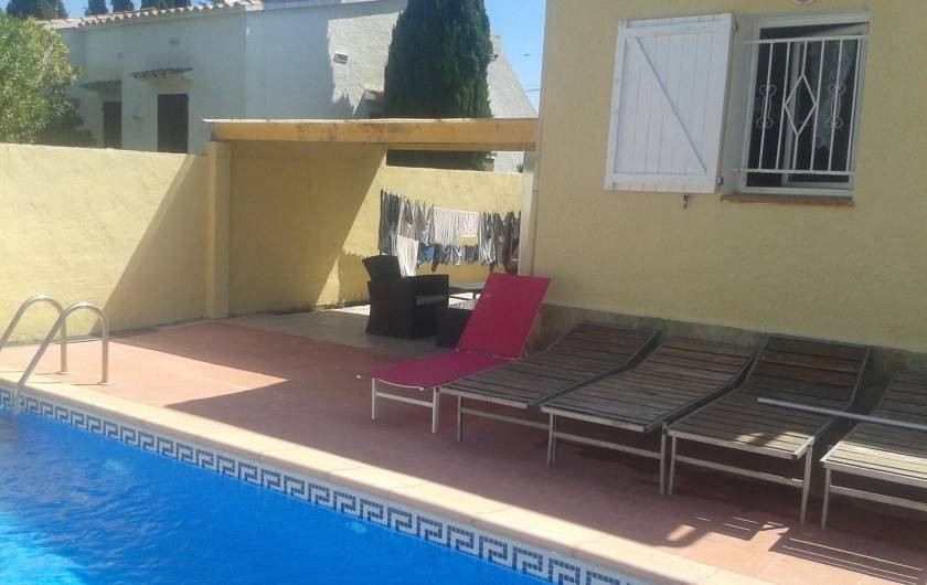 Location de vacances - Villa à Castelló d'Empúries - terrasse piscine