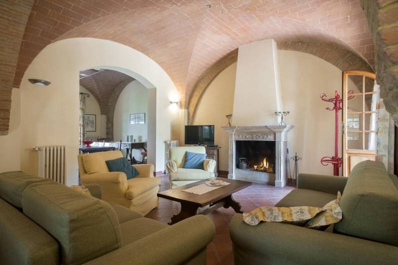 Location de vacances - Chalet à Terricciola - Le salon avec chemine