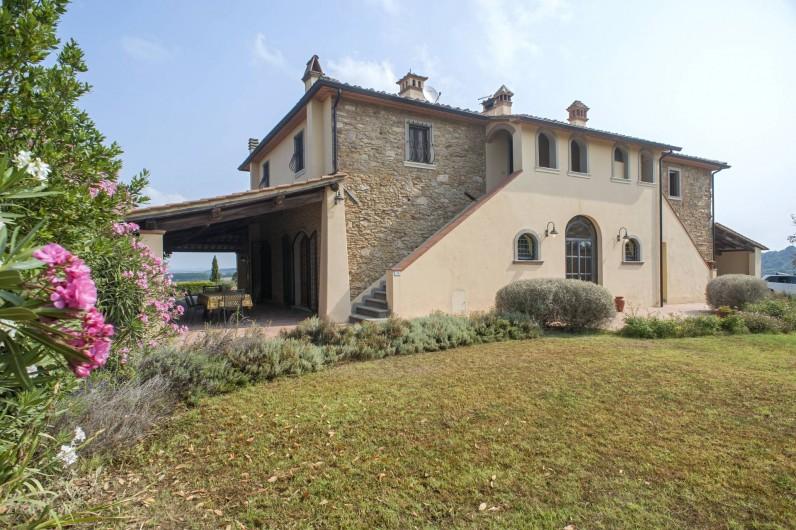 Location de vacances - Chalet à Terricciola - Le patio sur la gauche