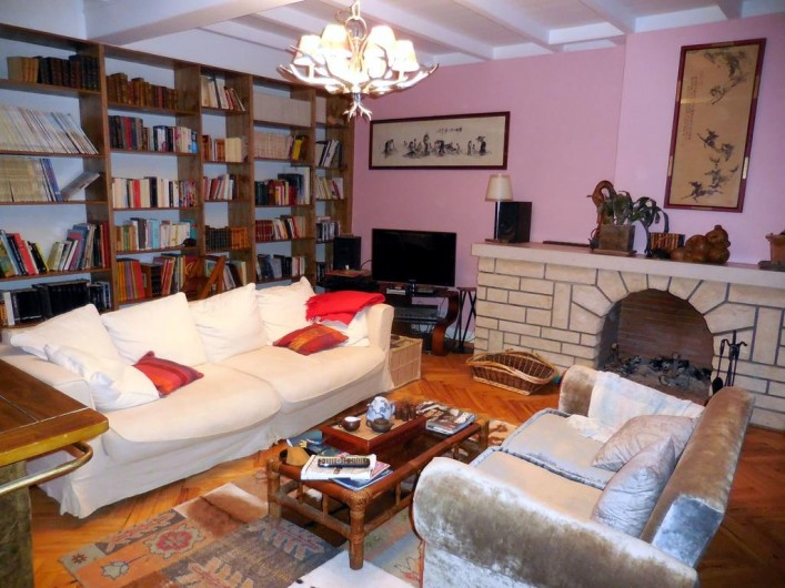 Location de vacances - Chambre d'hôtes à Laruscade - Autre vue bibliothèque