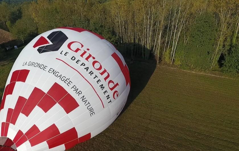 Location de vacances - Chambre d'hôtes à Laruscade - Décollage de notre ballon, sur notre terrain privé.