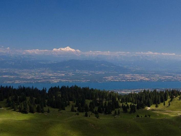 Location de vacances - Appartement à Les Rousses - Vue sur le bassin lémanique et du Mont Blanc depuis le sommet de La Dôle