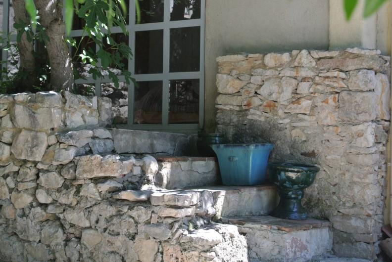 Location de vacances - Maison - Villa à La Rouvière - Un autre acces au studio : sous le figuier !