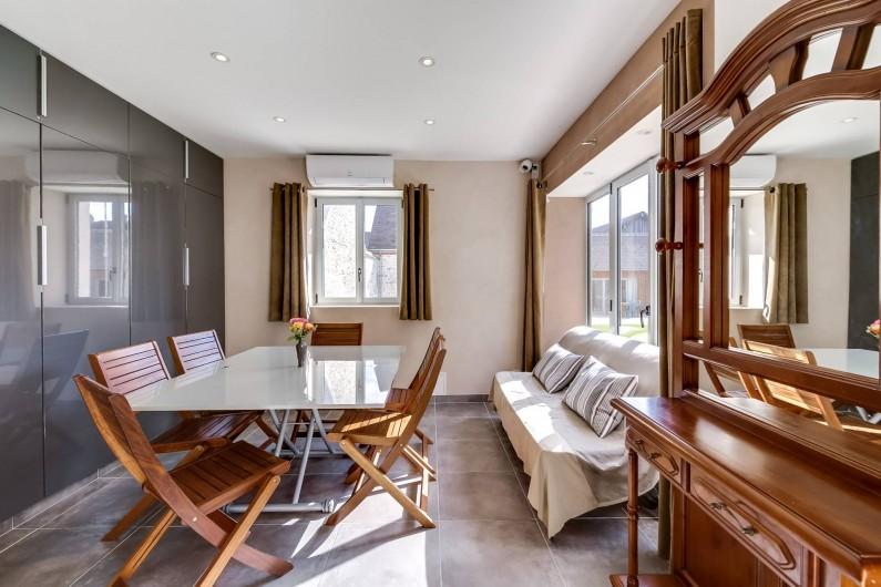 Location de vacances - Gîte à Saint-Benoît-sur-Loire - Coin séjour, salle à manger modulable