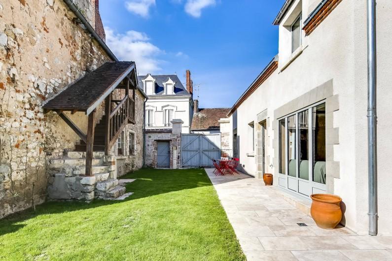 Location de vacances - Gîte à Saint-Benoît-sur-Loire - Le jardin devant la maison