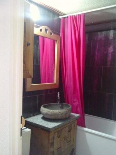 Location de vacances - Appartement à Les Menuires - Salle de bains avec baignoire et douche murale