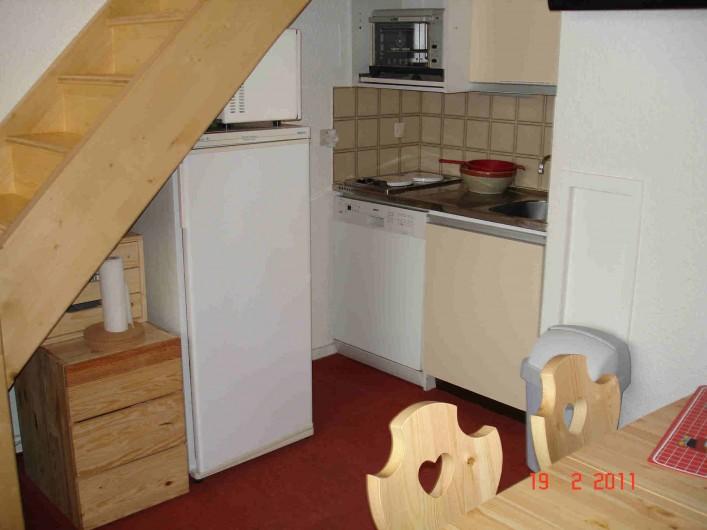 Location de vacances - Appartement à Les Menuires - Cuisine avec grand réfrigérateur, four, four MO, lave vaisselle, ...