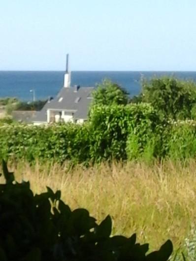 Location de vacances - Villa à Le Pouldu - Autre vue mer dans l'espace sauvage de notre jardinet .