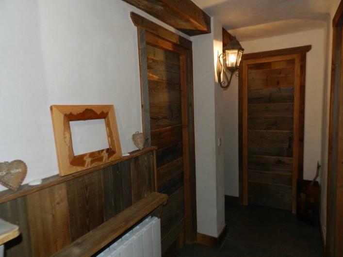 Location de vacances - Chalet à Bourg-Saint-Maurice - Couloir qui dessert les chambres