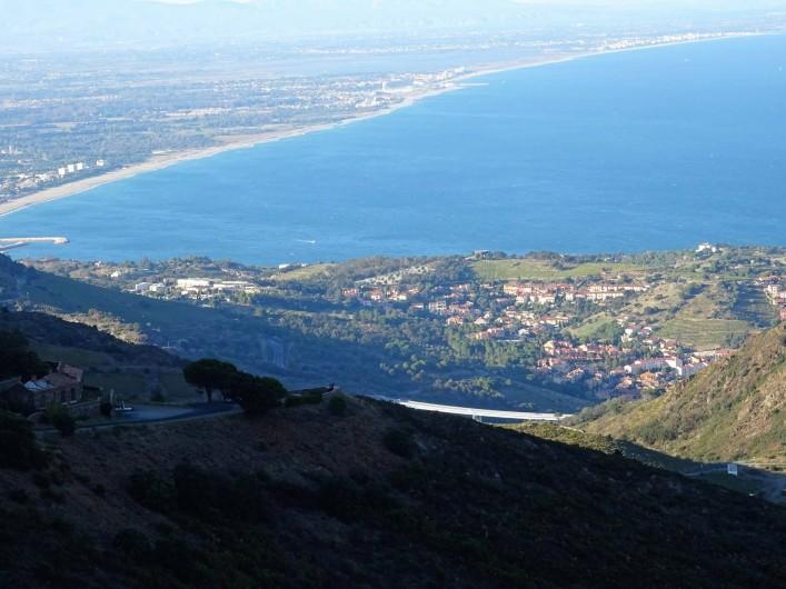 Location de vacances - Appartement à Argelès-sur-Mer - Vue sur la plaine du Roussillon d'Argelès à Perpignan