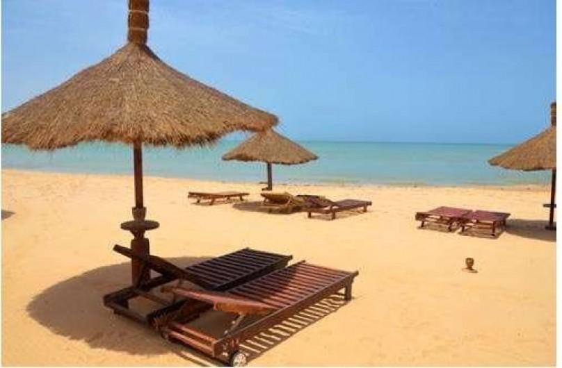 Location de vacances - Villa à Saly - sur la plage des transat au nom de la villa 16