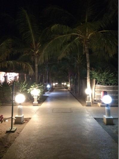 Location de vacances - Villa à Saly - La résidence est gardée 24/24 avec éclairage des allées de nuit
