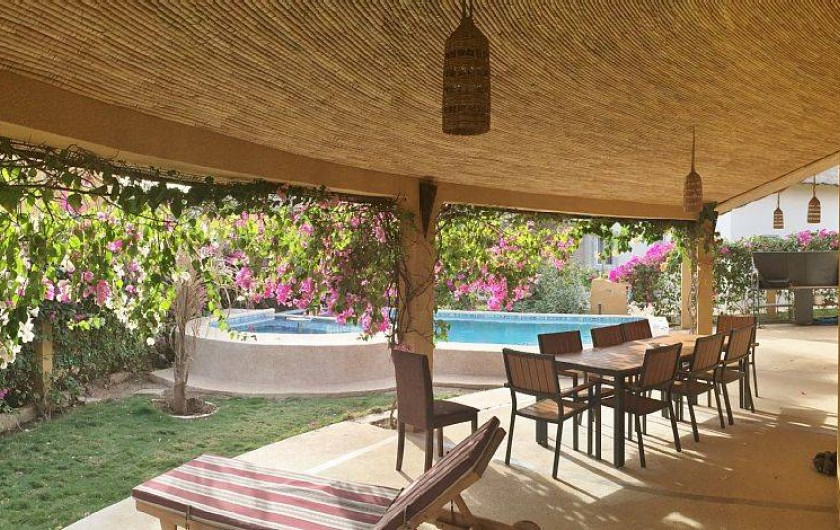 Location de vacances - Villa à Saly - Une large terrasse de 40m² pour de l'ombre à tout heure de la journée ...