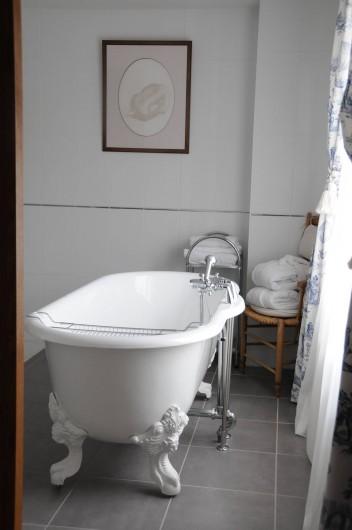 Location de vacances - Hôtel - Auberge à La Roche-Bernard - La salle de bain d'une chambre Privilège