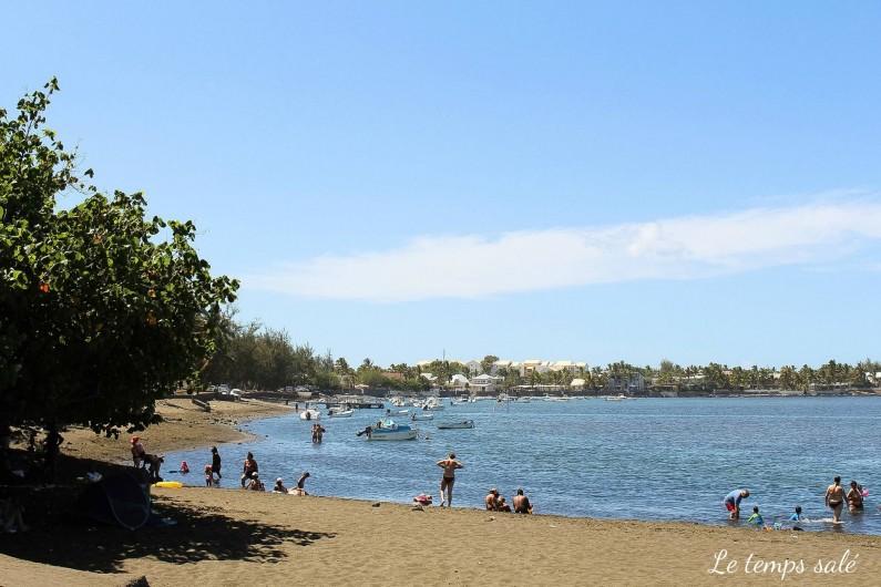 Location de vacances - Maison - Villa à Etang-Salé les Hauts - plage de sable noir à moins de 5 mn en voiture du logement