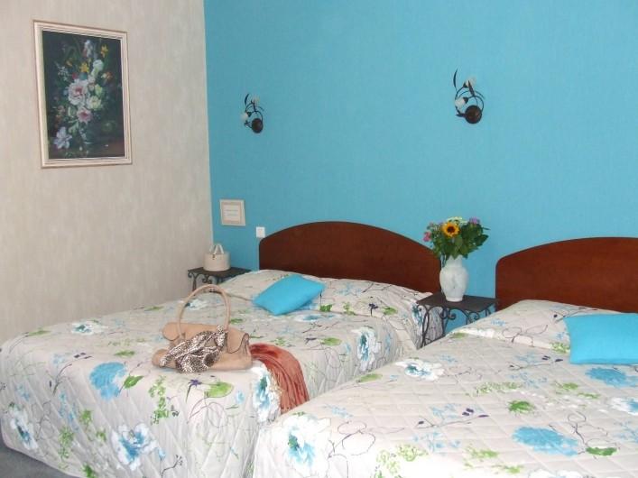 Location de vacances - Hôtel - Auberge à Chagny - Chambre familiale avec deux lits doubles