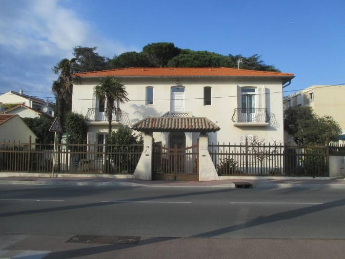 Location de vacances - Appartement à Saint-Raphaël - SAINT-RÄPHAEL Appartement dans villa 48 m2 pour 4 personnes. Centre ville,