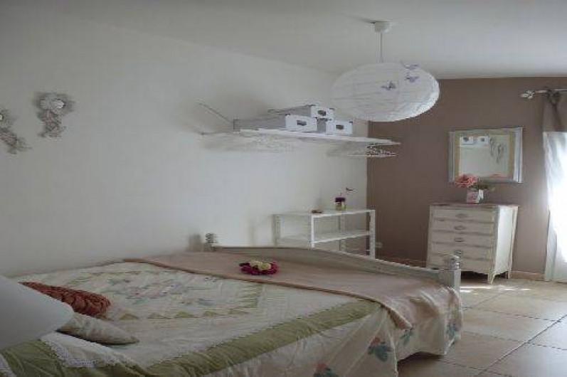 Location de vacances - Gîte à Velleron - Chambre lit 140x190cm