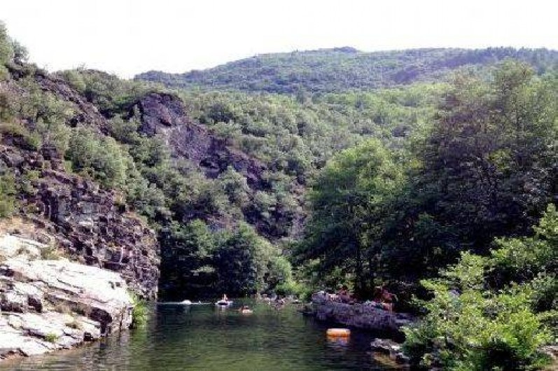 Location de vacances - Gîte à Sablières - baignade en rivière