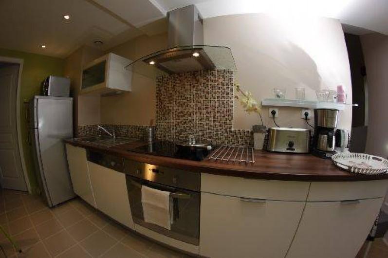 Location de vacances - Gîte à Châtel-Guyon - la cuisine tout équipée