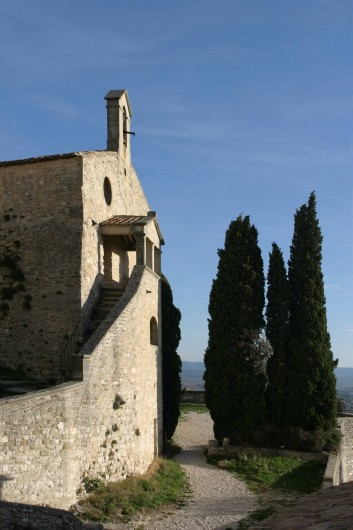 Location de vacances - Villa à Le Barroux - La chapelle du château vue de la maison
