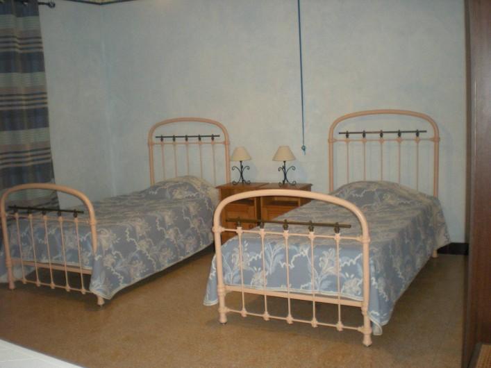 Location de vacances - Villa à Le Barroux - Chambre est 2 lits 1 place