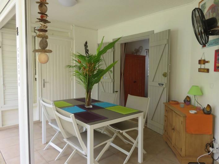 Location de vacances - Gîte à Saint-François - table à manger pouvant accueillir 6 personnes