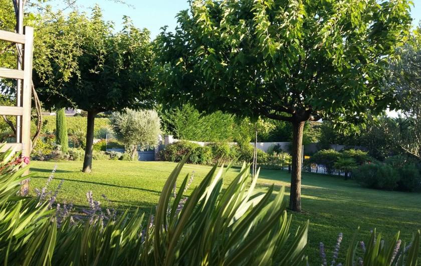 Location de vacances - Villa à Saint-Pierre-de-Vassols - Vue Sud-Est terrasse