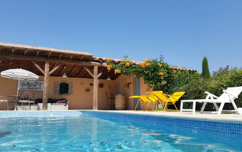 Location de vacances - Villa à Saint-Pierre-de-Vassols - piscine