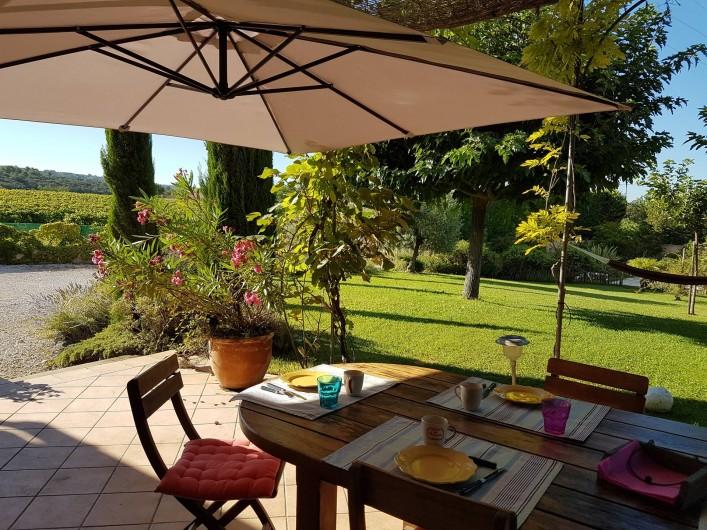 Location de vacances - Villa à Saint-Pierre-de-Vassols - terrasse