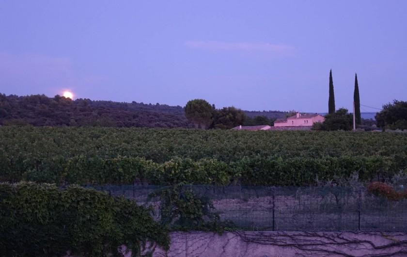 Location de vacances - Villa à Saint-Pierre-de-Vassols - coucher soleil vue EST
