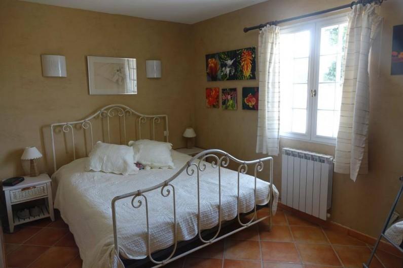 Location de vacances - Villa à Saint-Pierre-de-Vassols - chambre Mormoiron