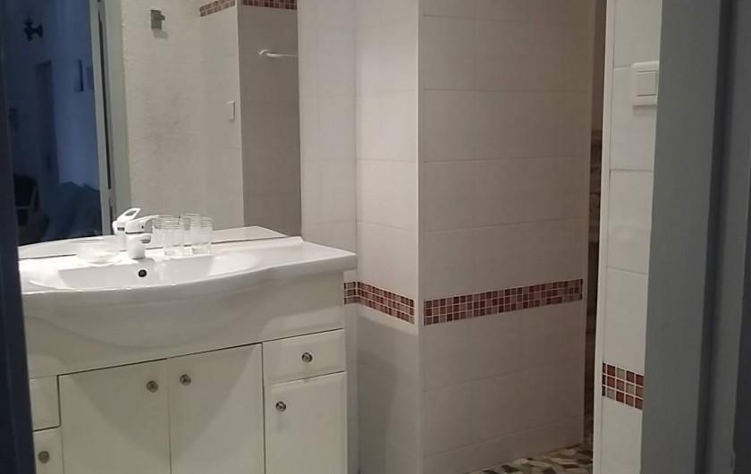 Location de vacances - Villa à Arcachon - Salle de bain appartement bas