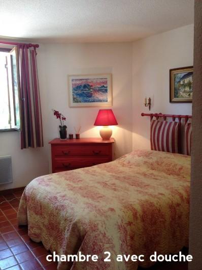 Location de vacances - Villa à Le Castellet - Chambre avec lit double et Salle de Douche attenante.